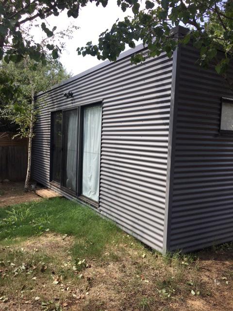 Ainslie Backyard Pods studio - lawn